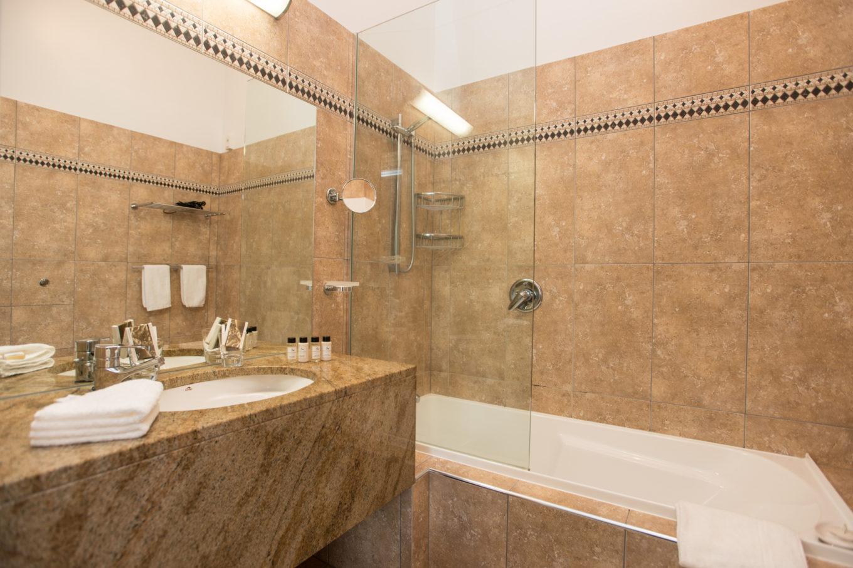 junior-homestead-suite-bathroom