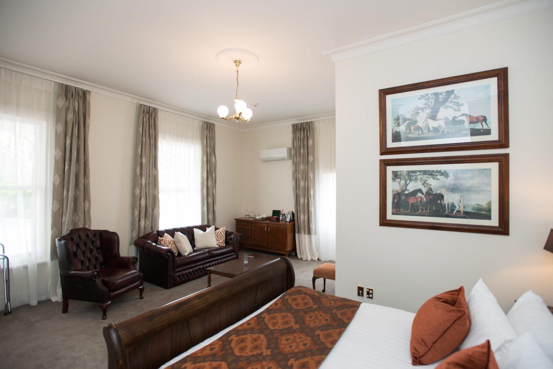 junior-homestead-suite-lounge